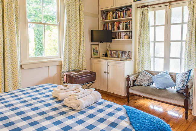 Blue Mountains Cottage Bedroom